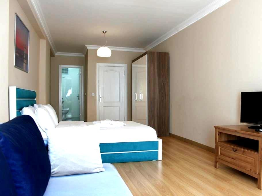 Private Double Room in Sultanahmet - Free WiFi - Fatih - Casa adossada