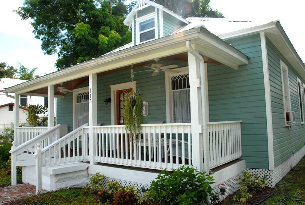 Rooms in historic district. - Punta Gorda - Inap sarapan