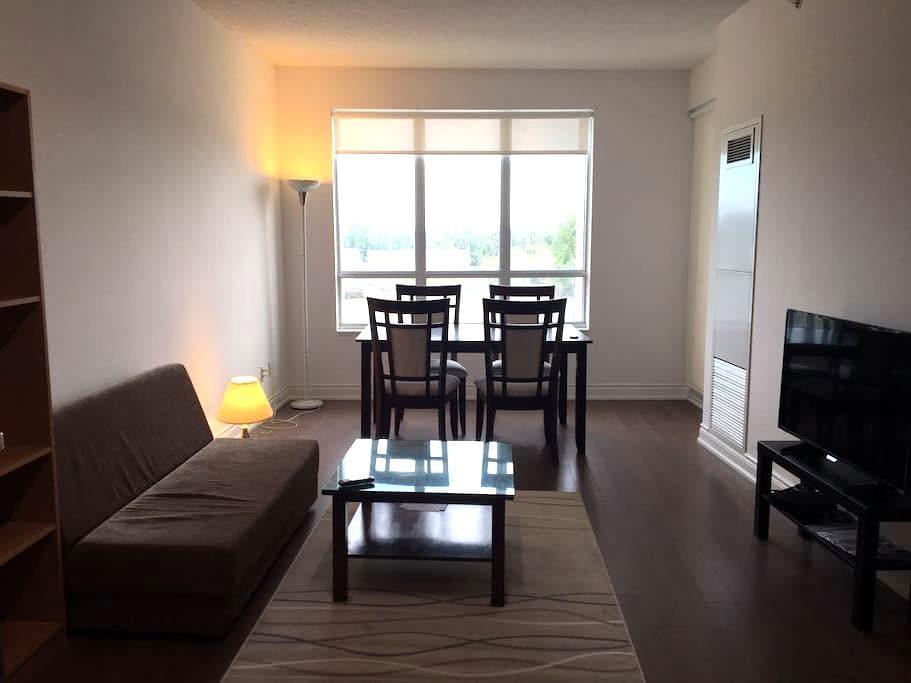 Spacious condo in downtown Markham - Markham - Apartment