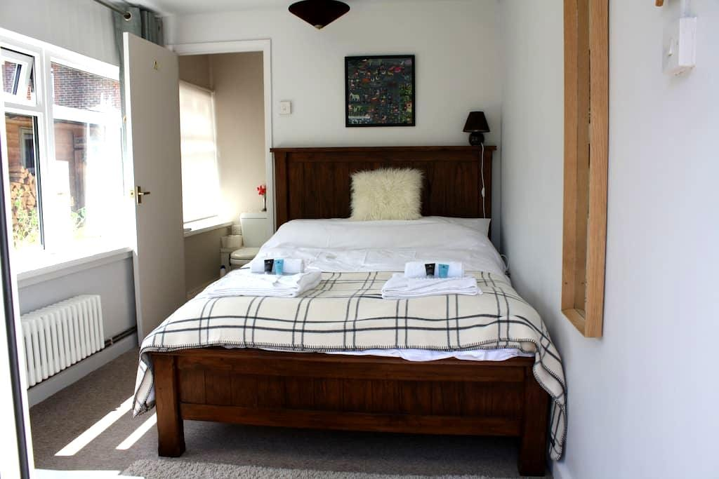Double Bedroom + En Suite, Near Sea - Emsworth - House