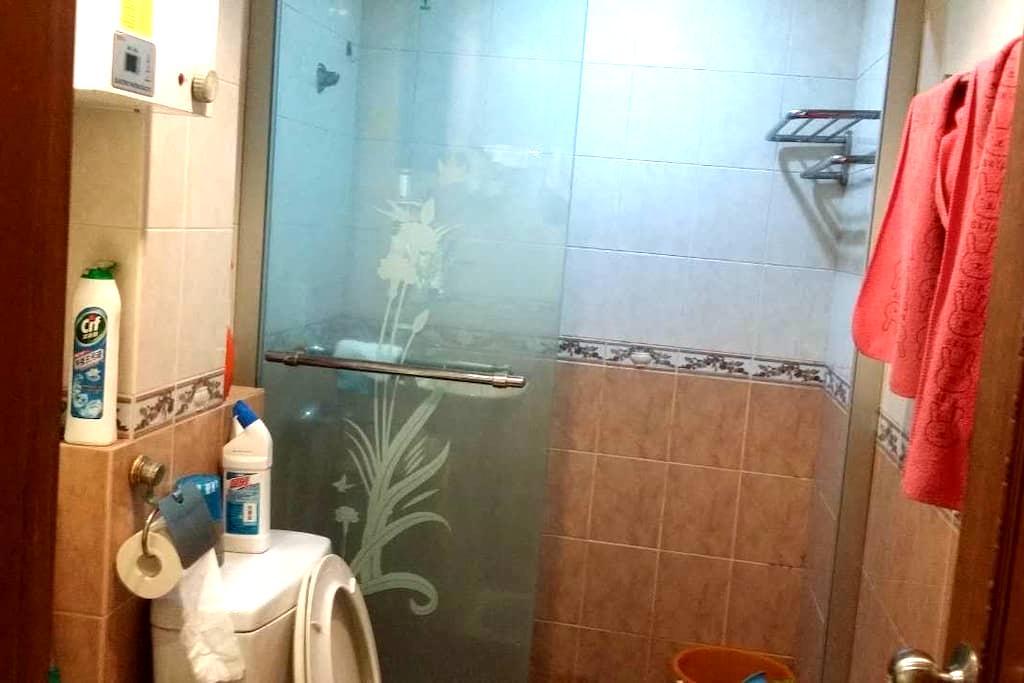 A single bed in my living room 出租单独床位 - Macau - Apartment