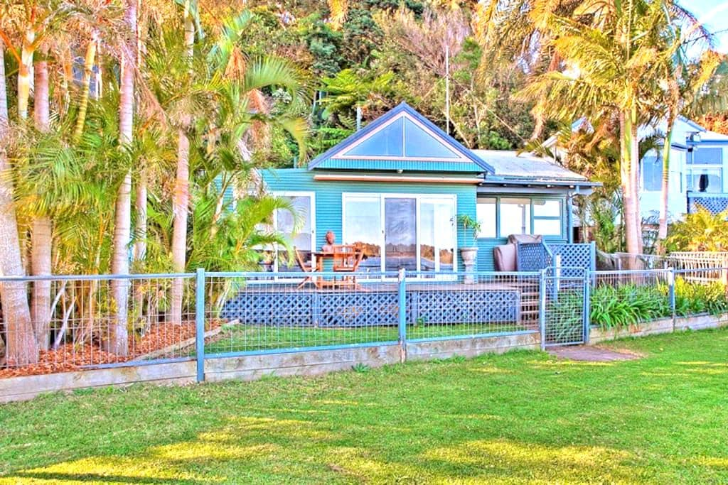 Swan Bay Hideaway Marks Point - Marks Point
