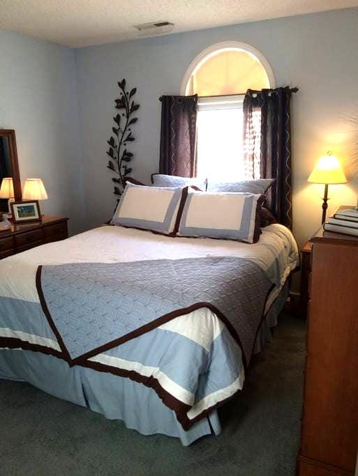 Private Upstairs Suite Retreat - Clemmons - Hus