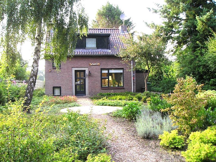 authentiek familiehuis bij het bos - Dwingeloo - Casa
