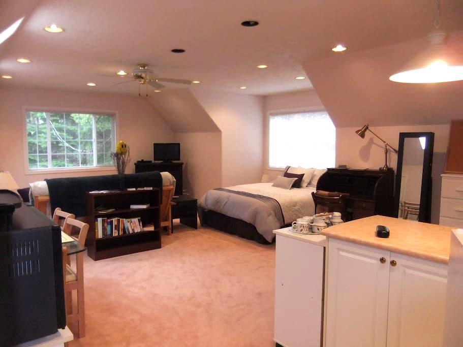 Graceland Lavender Rill Retreat - Metchosin - Hus