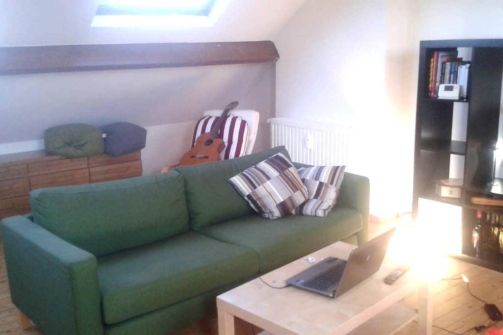 Room near Simonis metro station - Koekelberg - Apartemen