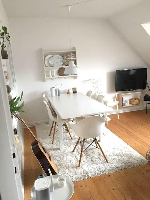 Skøn lejlighed tæt på alt - Aalborg - Apartment