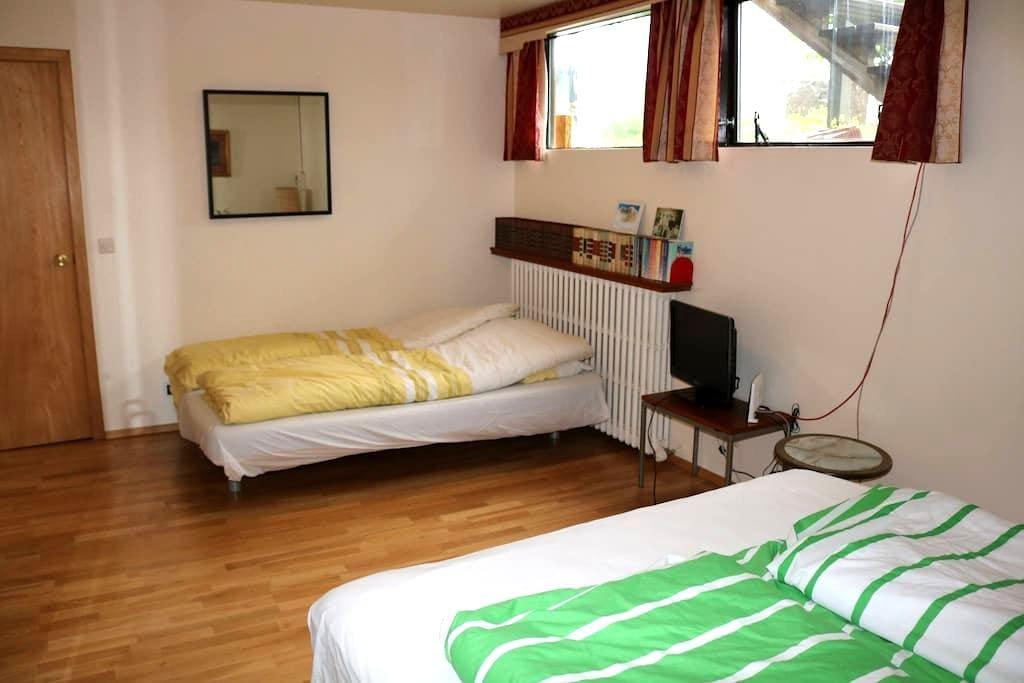 Private room in 200, Kópavogur - Kópavogur - Haus