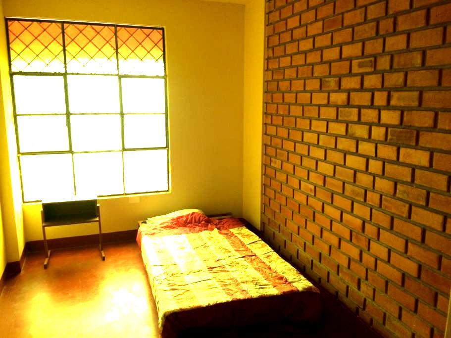 Habitación acogedora bien ubicada y económica - Piura - Guesthouse