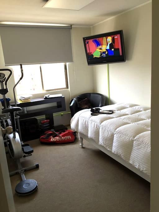 Private bedroom on top floor  - NETFLIX  24/7 - San Miguel - Appartement