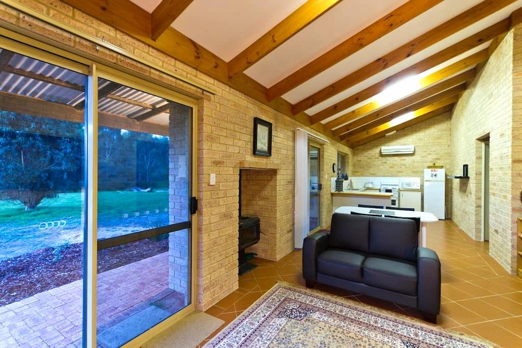 Bramley Wood Cottage - Rosa Brook