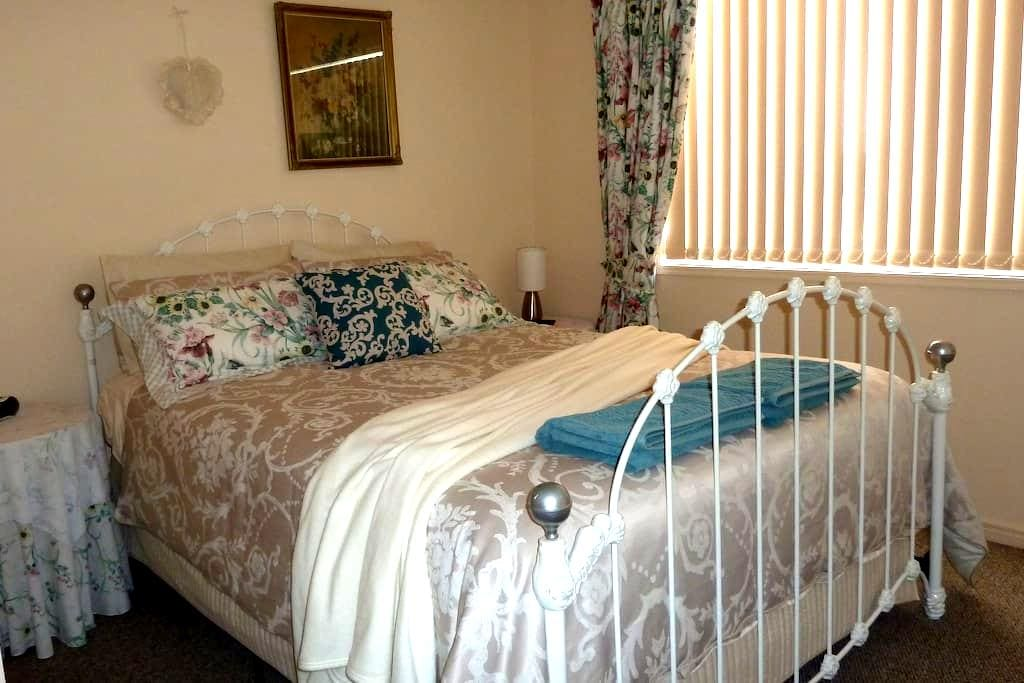 Hervey Bay.Queen bed. No Smoking - Urangan - Apartment