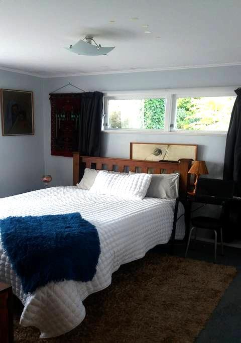 Tracy's Whakatane B n B Queen Room - Whakatane - House