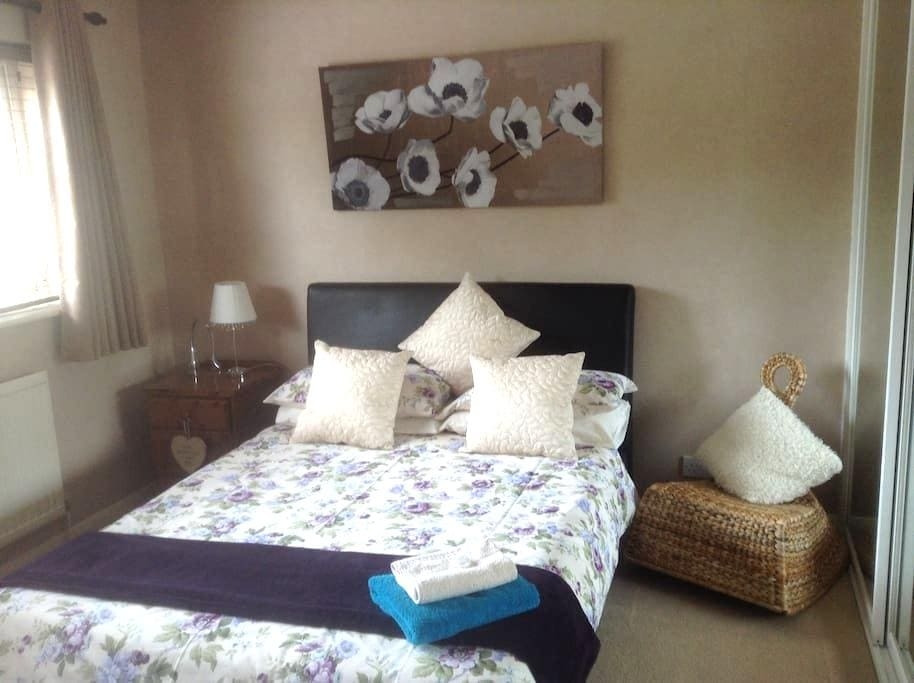 Comfortable & Modern rooms with own bathroom B&B - Clophill - Huis