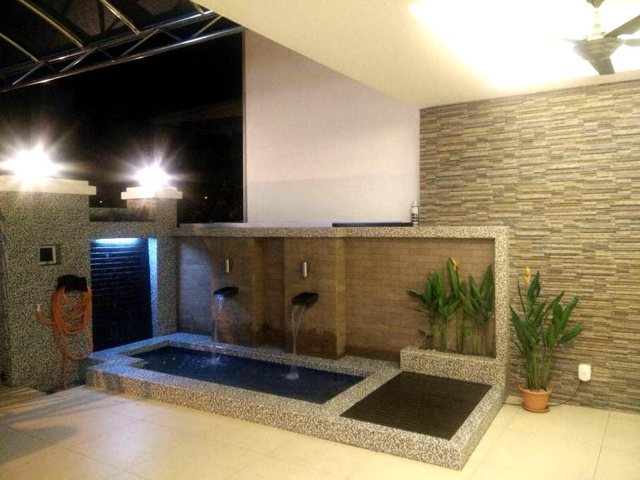 Homestay - Puchong - House