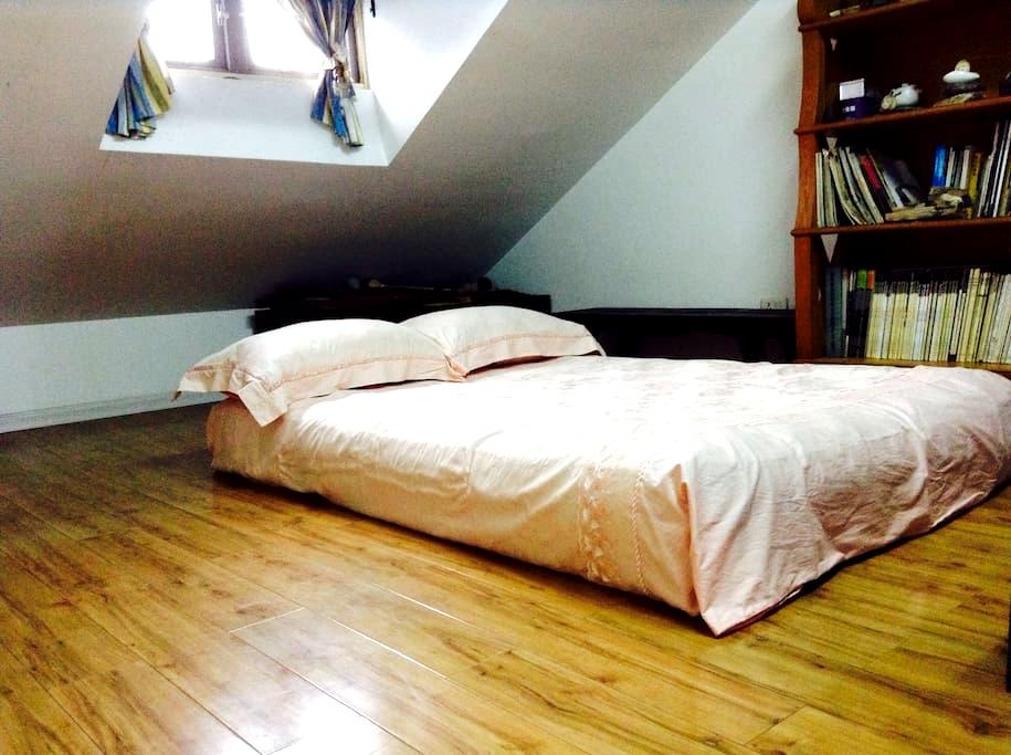 Cozy room with easy access of transport - Wuhan - Loft-asunto