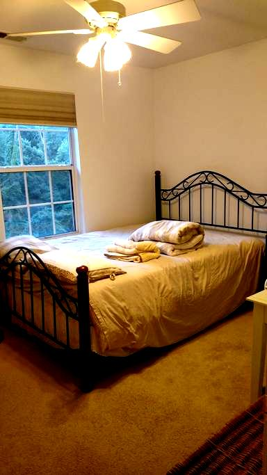 Elegant, sunny room, queen bed, desk, recliner - Basking Ridge - Dům