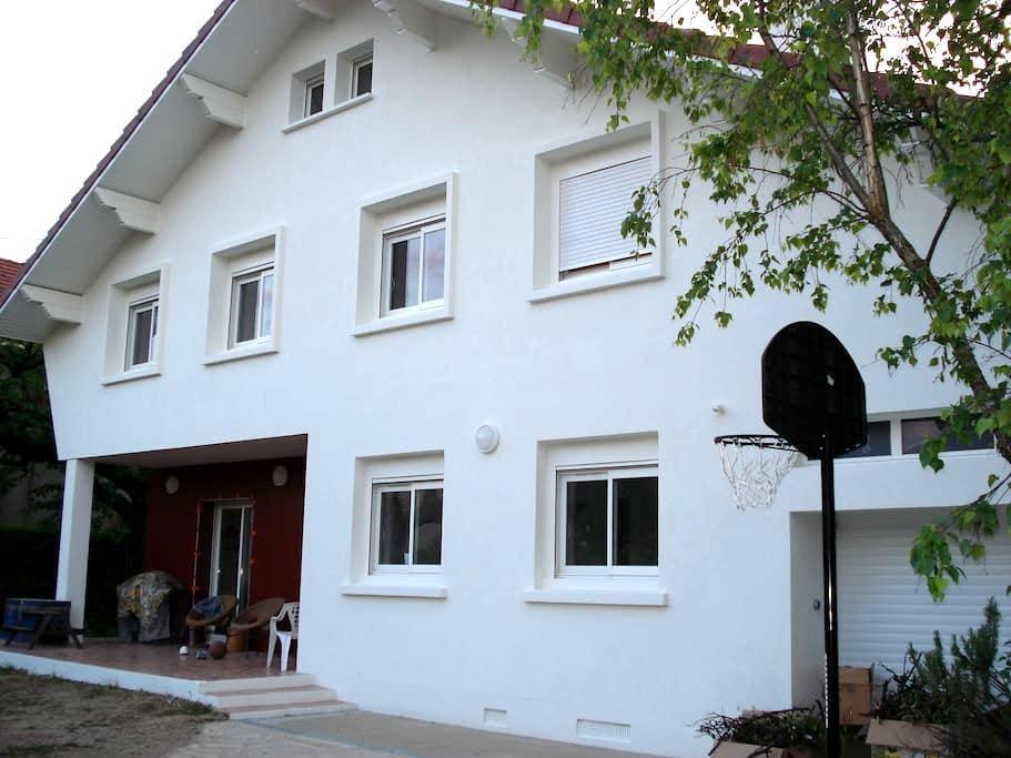 Freshly remodeled studio  - Grenoble - Haus