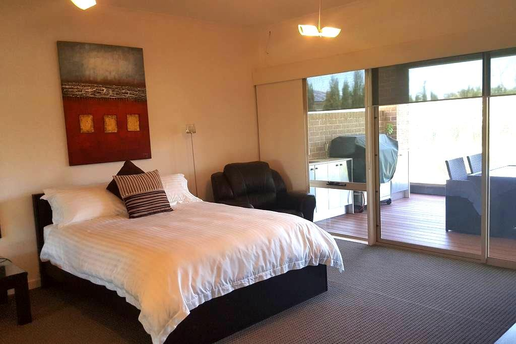 Luxury Accommodation - 40 minutes from the City - Berwick