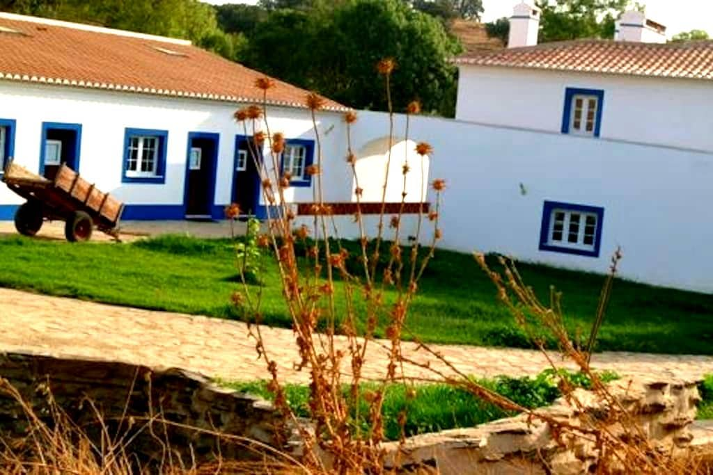 O Estudio - Vila Viçosa - Bed & Breakfast