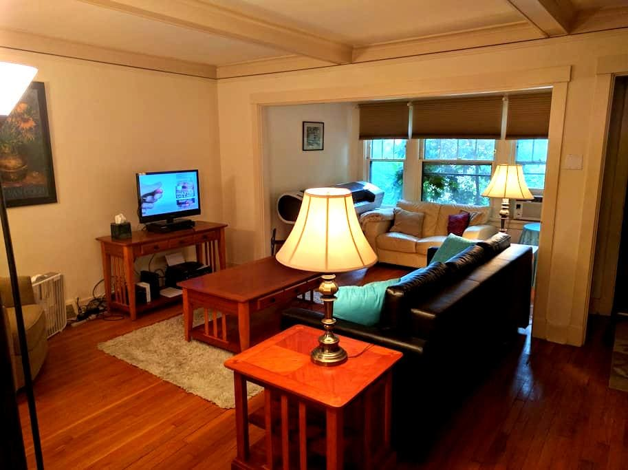 Simple Clean Private Room in Pittsburgh's East End - Pittsburgh - Complexo de Casas