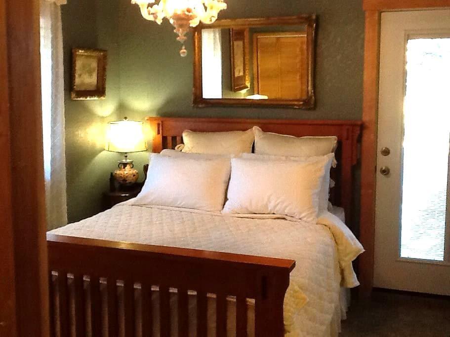 Exquisite en' Suite - Burlington - Hus