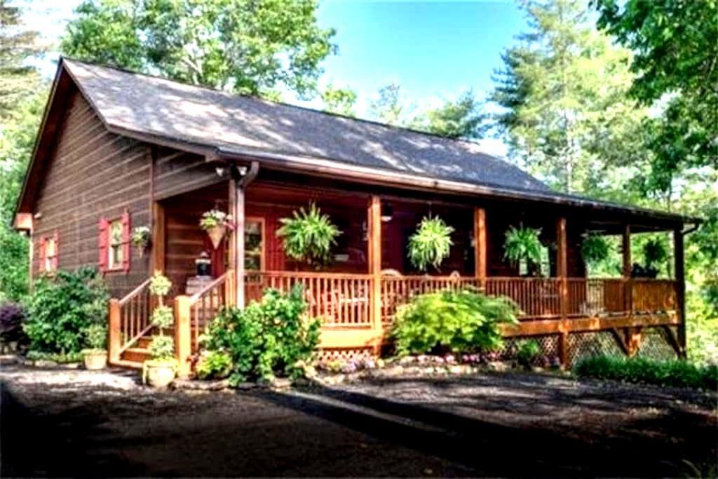 5 Bears Cabin -Rustic & Luxurious! - Murphy