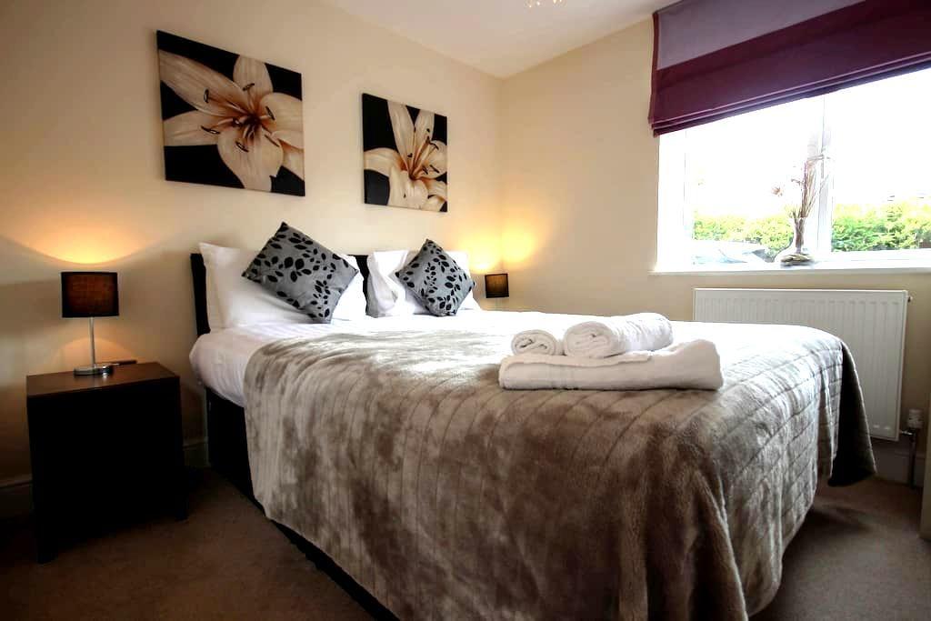 Newbury West B, Serviced Apartments, Free Wi-Fi - Newbury - Flat