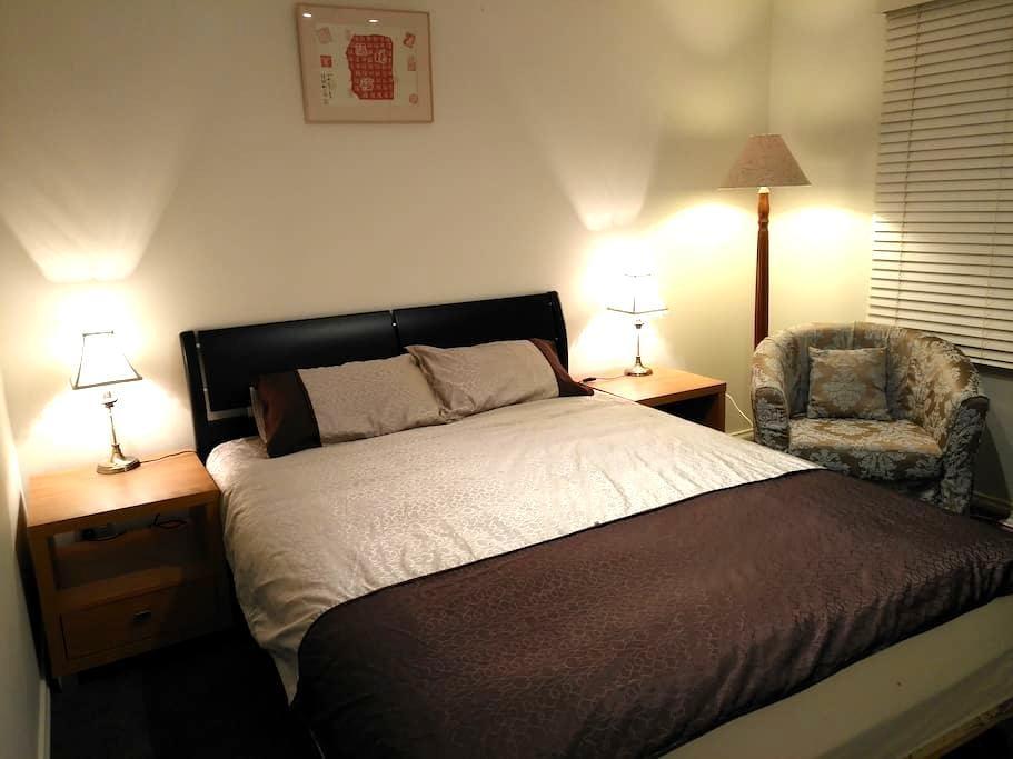 靠近Monash大学和南半球最大的购物中心(Chadstone )舒适明亮的房间 - Hughesdale
