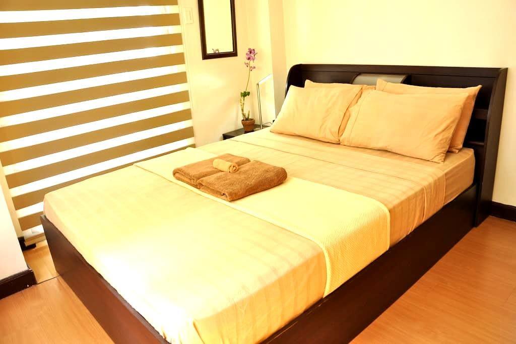 Spacious Clean Cozy 1BR wBalcony. Service.Location - Taguig City - Apartemen