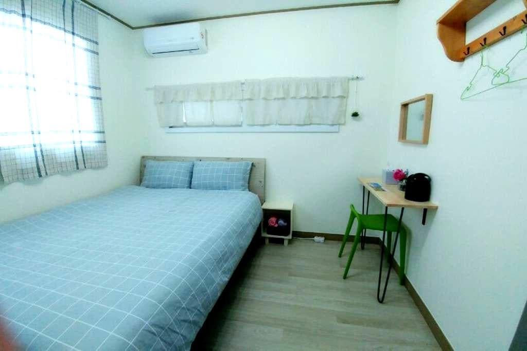 성산읍에 위치한 2인실 게스트하우스 헬로우어게인 - 더블베드룸2 - Seongsan-eup, Seogwipo-si - Bed & Breakfast