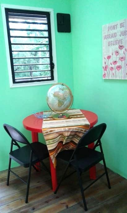 Tiny House in Forest 3 - Belmopan - Hus