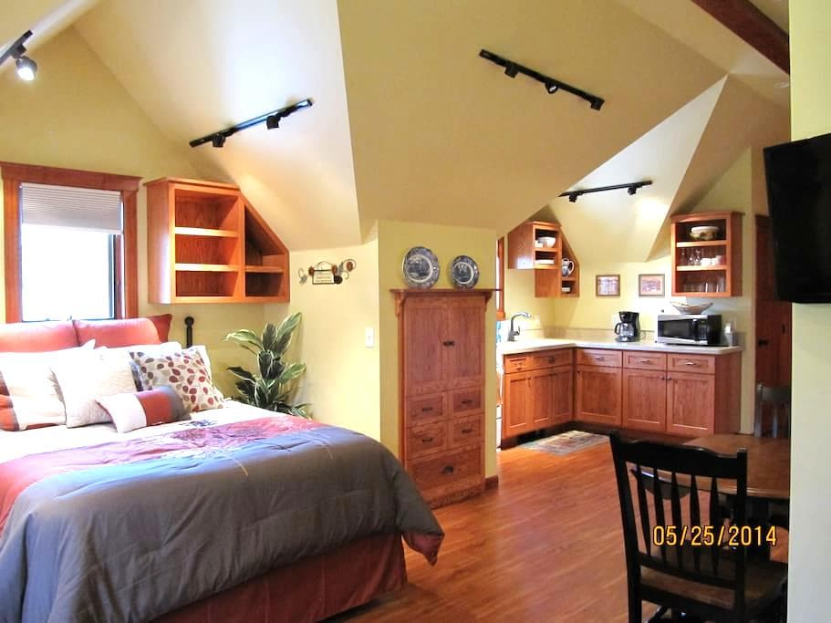 Spacious Carriage House Studio - Missoula - Appartement