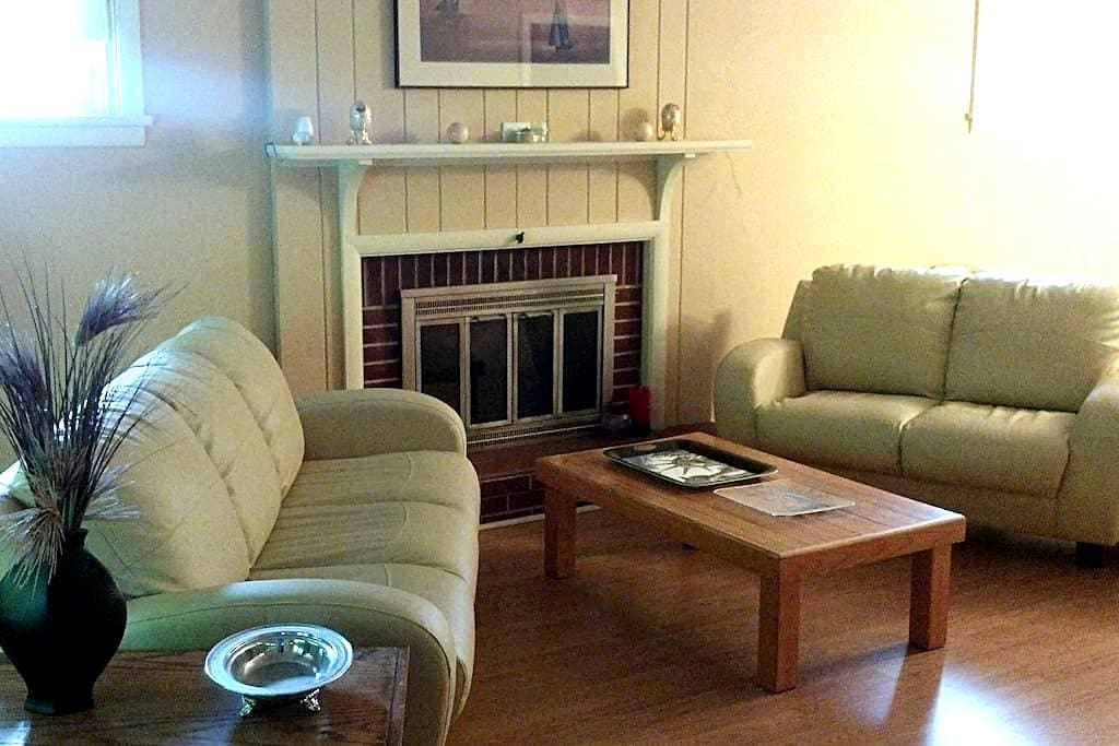 Nice 5 room 2 bath near Downtown Penn State - State College - House