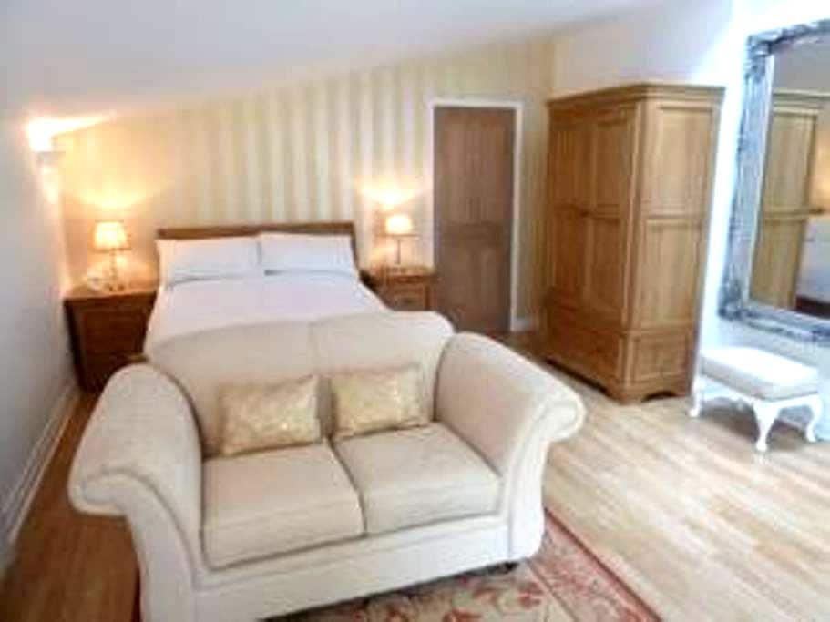 Luxury Garden Suite apartment with own Hot tub - Rhuddlan - Apartamento