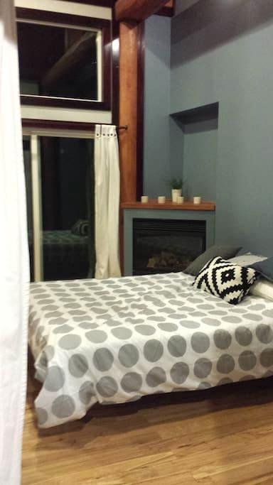 Bright and airy room with loft - Chilliwack - Huis