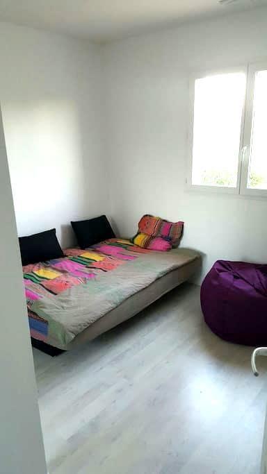 Chambre avec lit double - Carbonne - Huis