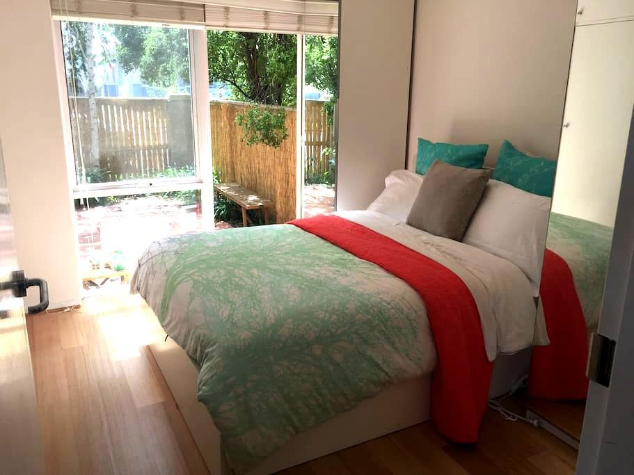 Sunny flat with lovely courtyard - Thornbury - Apartament