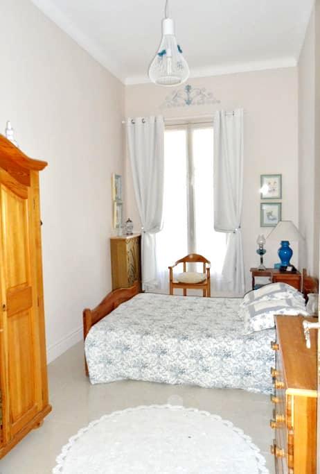 Chambre dans Résidence - Menton - Apartment