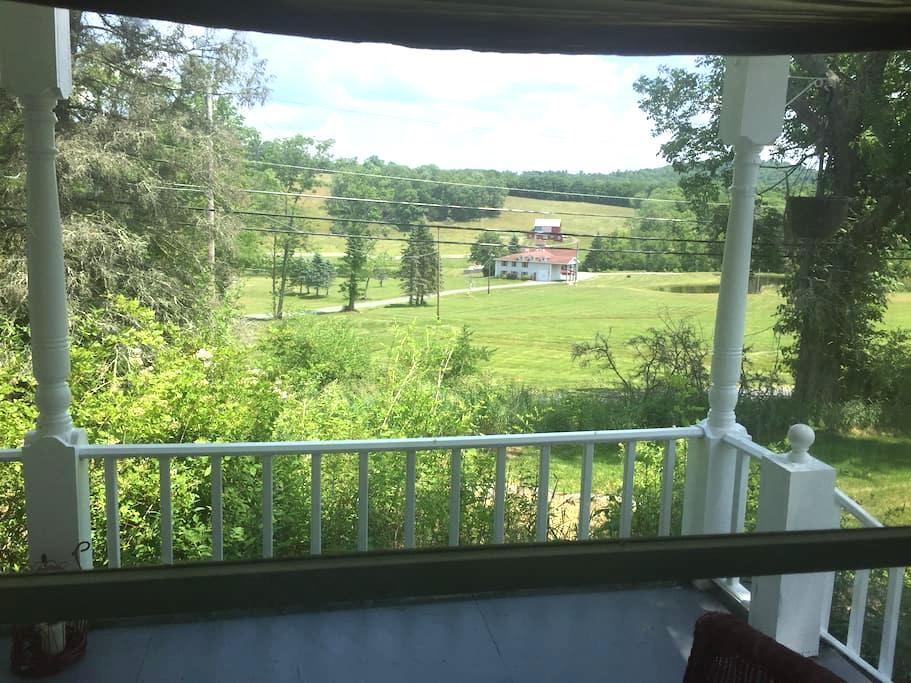 Over the Delaware River to your French Farmhouse - Damascus