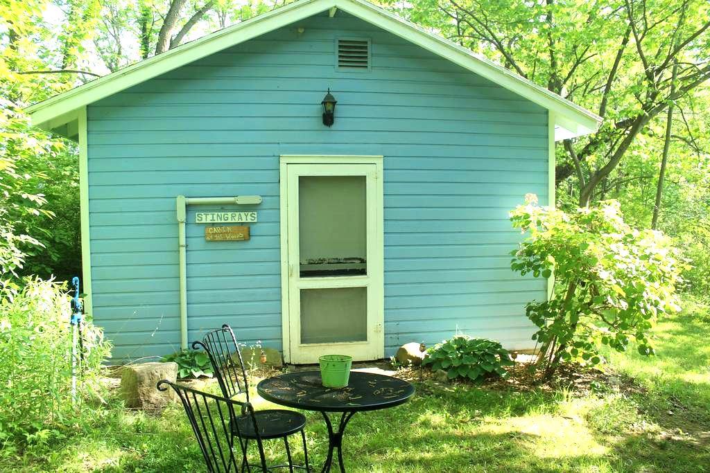 Kamp Kontent - Cabin in the Woods - Geneseo - Hytte