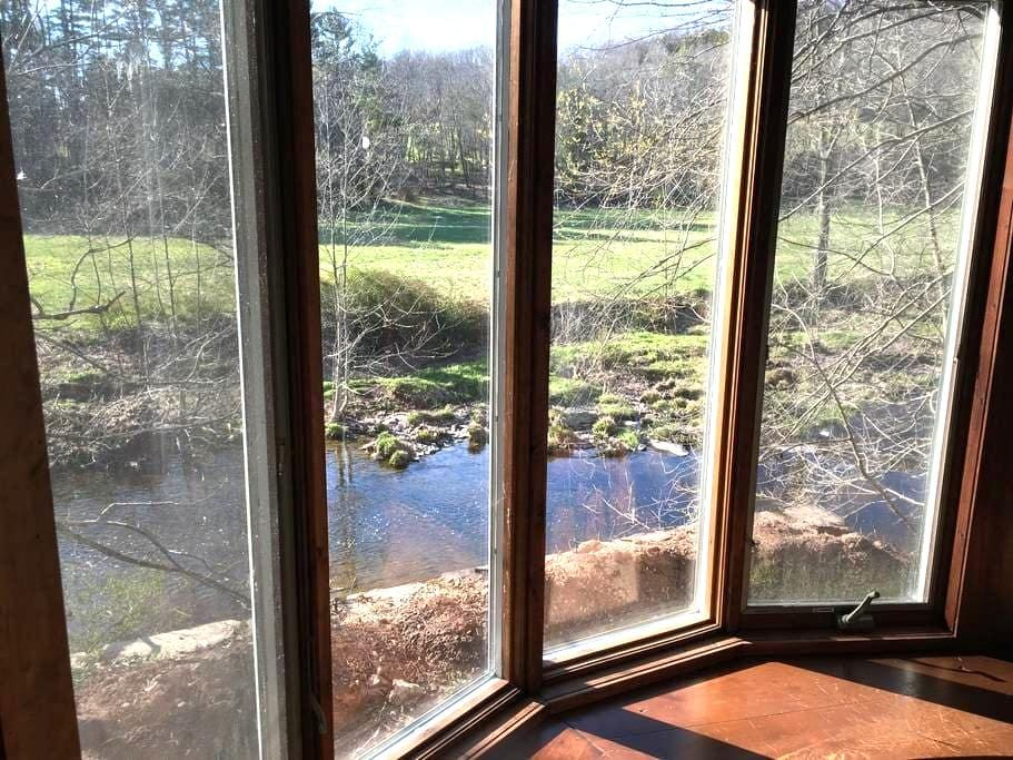 Bucks County Cottage by the Stream - Pipersville - Casa