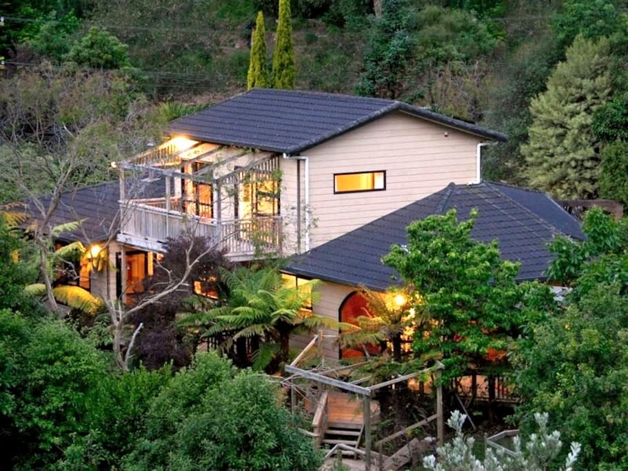 Guest suite, private bathrm&balcony - Whanganui - Maison