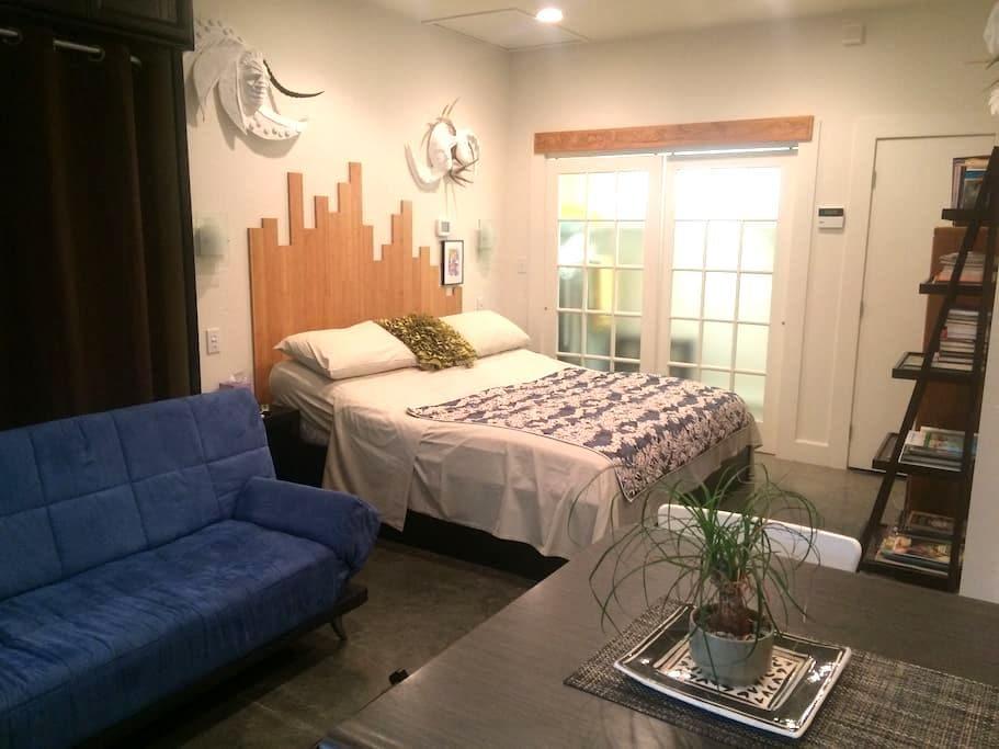 Pinecone Retreat Lower Town ArtDist - Paducah - Appartement