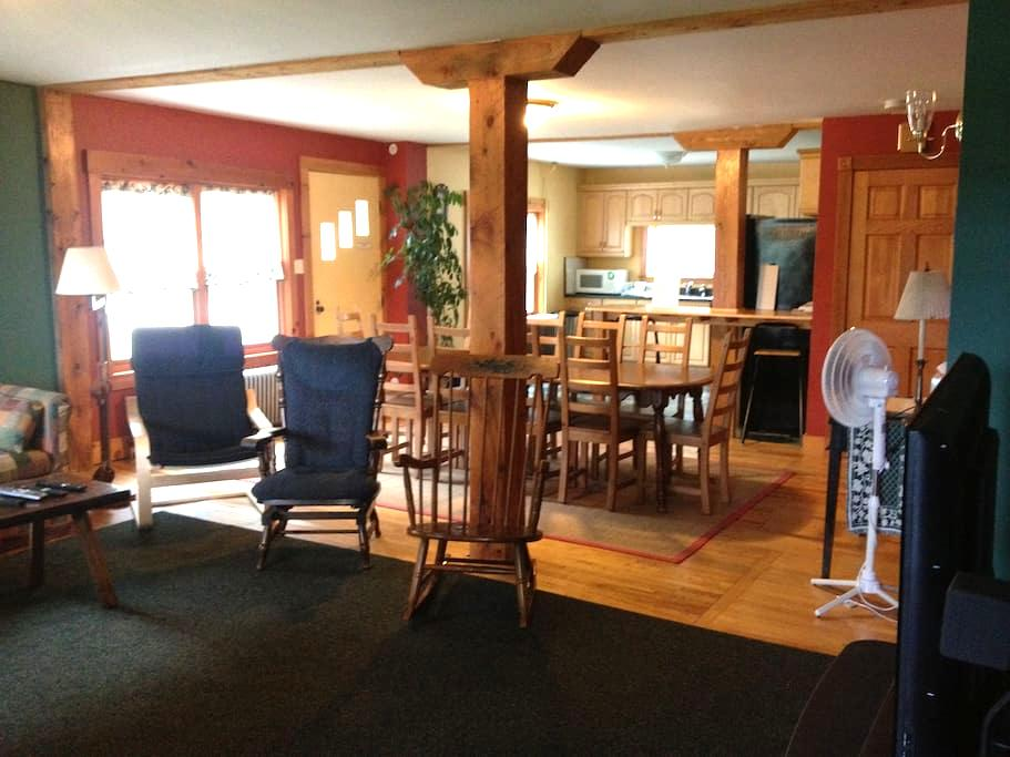 Cozy, clean and spacious home - Ludlow