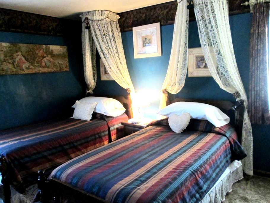 Empire Room, Rose Cottage B&B - Orange