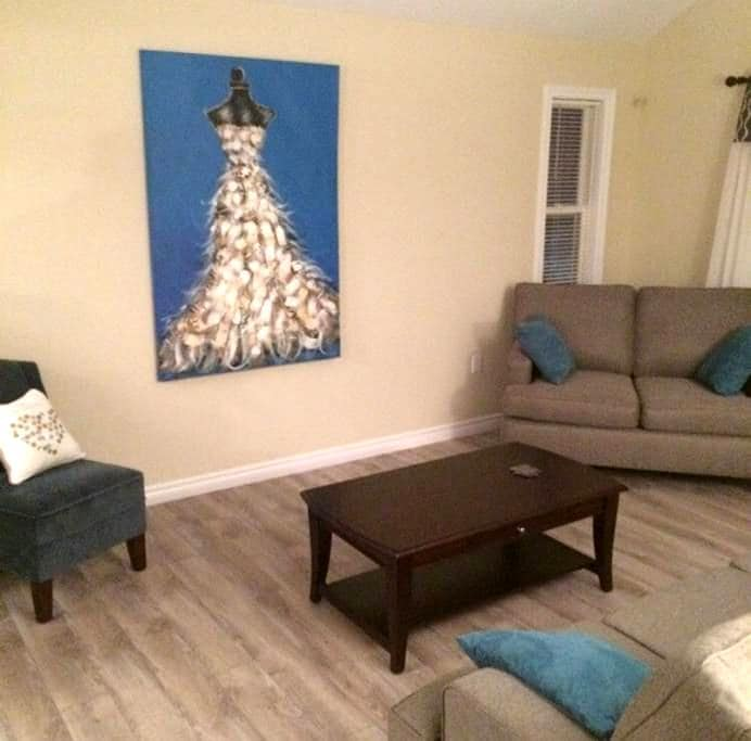 Button's AirBnB 1 - Eastern Passage - Hus