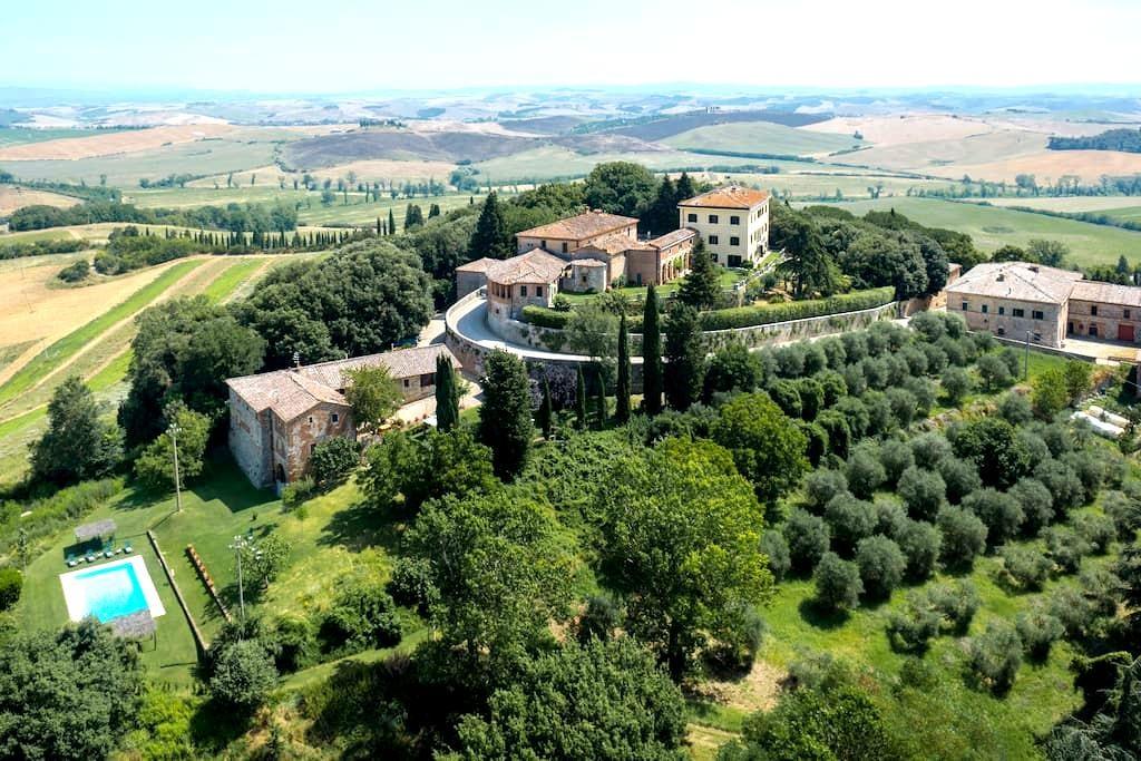 FARMHOUSE GIRAFFA 15 MIN FROM SIENA POOL WIFI - Siena - House