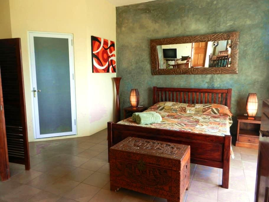 Beautiful Spacious Studio on Mahe - Beau Vallon