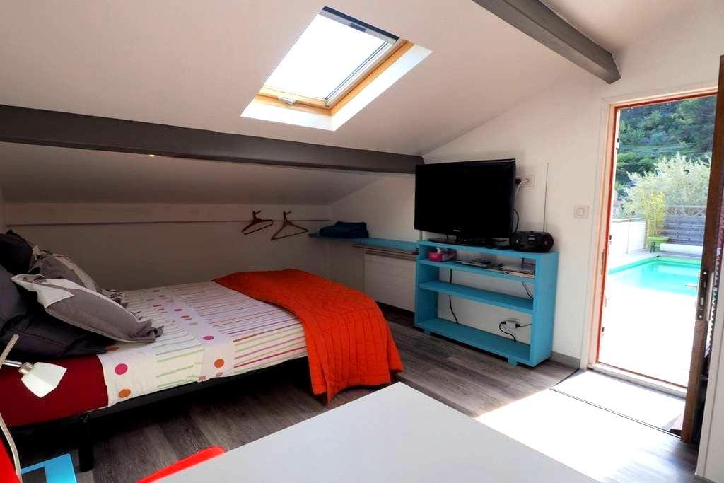 studio indépendant avec jaccuzzi et piscine - Solliès-Toucas
